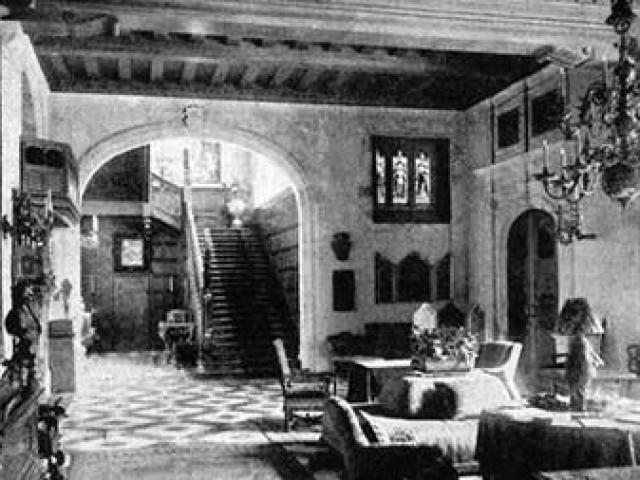 Bí mật lâu đài Friedrichshof