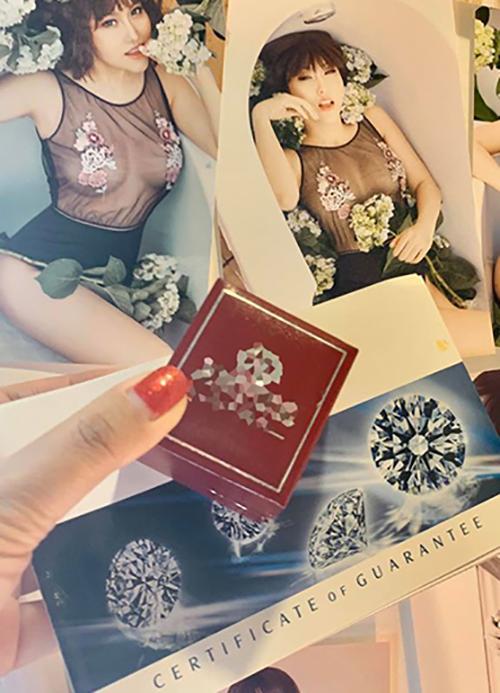 Phi Thanh Vân khoe được tặng nhẫn kim cương trong ngày Lễ Tình nhân.