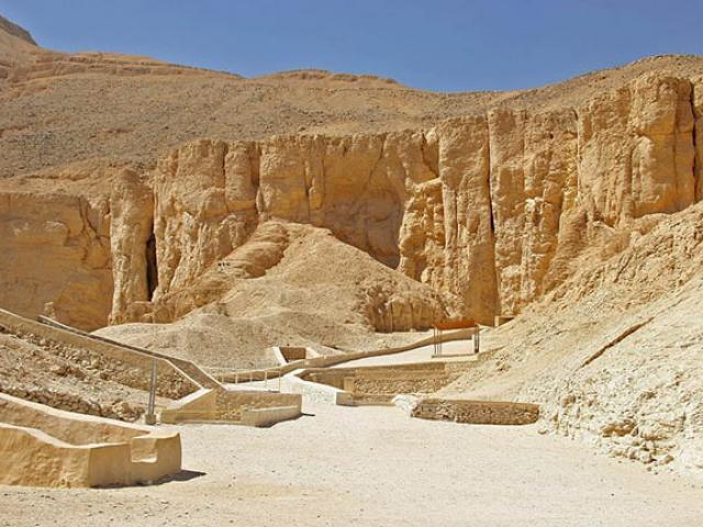 """Những ngôi mộ bí ẩn nhất tại """"nơi chốn giấu sắc đẹp"""""""