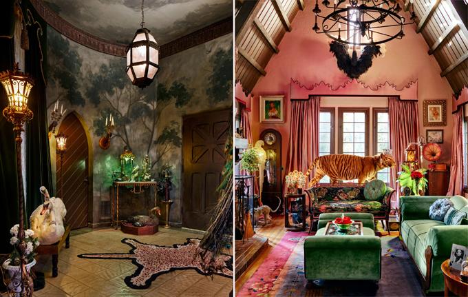 Ban đầu, hành lang và các bức tường trong nhà được chủ cũ sơn màu be. Đó là một cơn ác mộng đối với tôi, Dita Von Teese cho biết. Là một người yêu vẻ đẹp cổ kính, Dita đã sơn lại toàn bộ ngôi nhà với mỗi phòng một màu sắc khác nhau. Cô vẽ hoa lá lên tường và trang trí phòng khách (bên phải) bằng những tông màu rực rỡ. Vũ công tự chọn từng món đồ mà cô ưng ý như chiếc sofa xanh mua ở một cửa hàng tại Dallas, chiếc thảm Trung Quốc hoa văn tươi sáng mua trên trang Etsy cùng nhiều cổ vật sưu tầm từ khắp nơi trên thế giới.