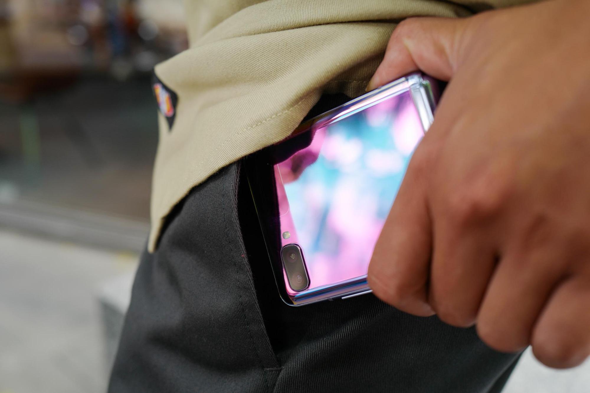 """Chỉ thêm khả năng """"gập"""" nhưng Galaxy Z Flip đã thay đổi hoàn toàn cách chúng ta nhìn nhận về điện thoại như thế nào? - Ảnh 3."""